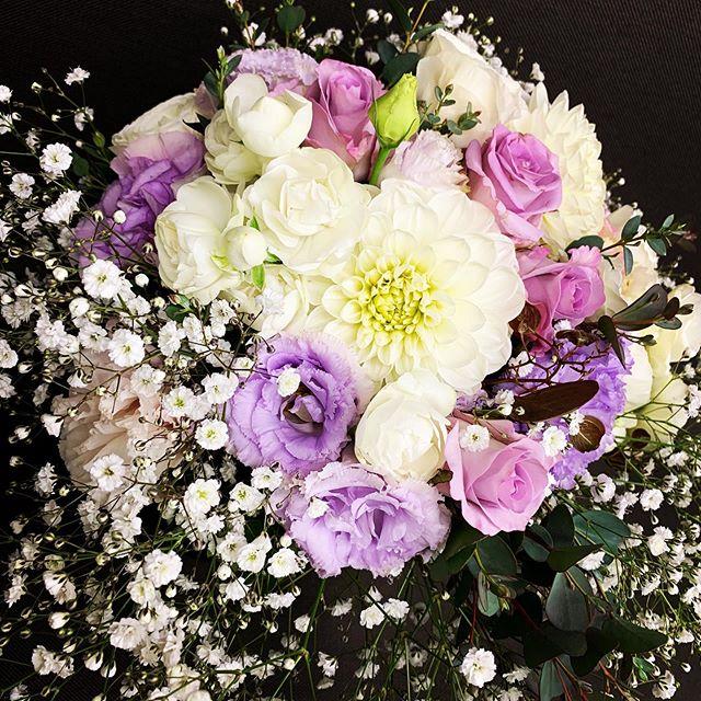バラとダリア のナチュラルブーケ岐阜のバラ生産者ユーティローズさんの新作、ライラッククラシック素敵です^_^