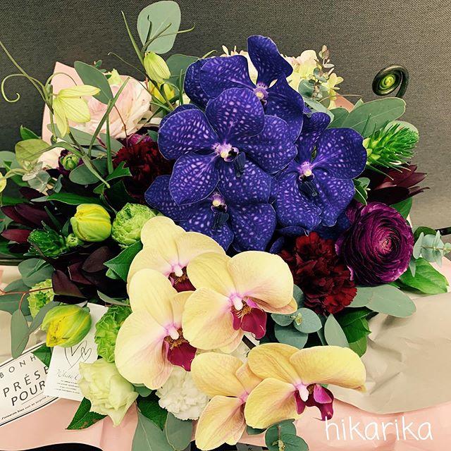 昨日はホワイトデーでしたね!年々、お花を贈られる男性が増えている様に感じます。少し気恥ずかしいお客様にはお花が隠れるよう、大きめのお包みでも…。お気軽にお声掛けください️