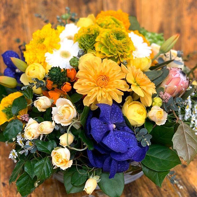 結婚記念日に奥様へのアレンジメント。夫婦円満の秘訣ですね^ ^