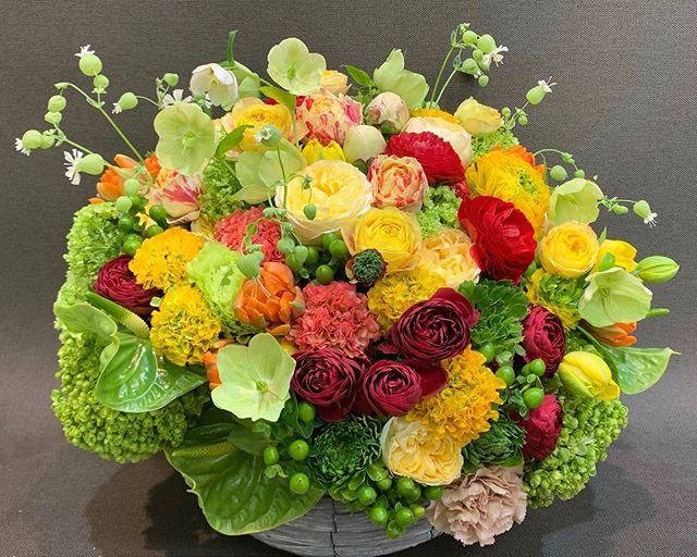 まるっこい花は人気です^ ^ラナンキュラス、バラ、シャクヤク花が一番綺麗な時期なのに、コロナで悔しい日々です。。 ヒカリカを心配して、ご注文をくださる皆さまへ本当にありがとうございます♂️必ず期待を越えてお返しします️