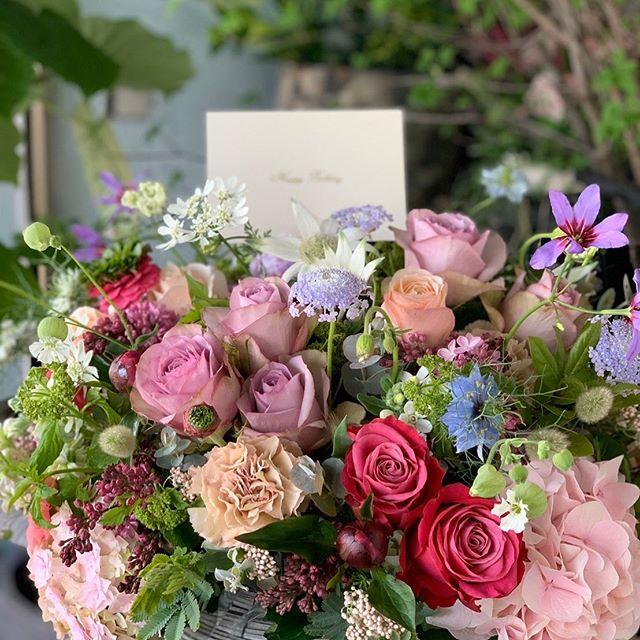 今年の母の日は5月10日です。お花のご予約お待ちしています^ ^詳しくはまた後日アップします!話は変わりますが、アレンジメントに入ってる岐阜のユーティローズさんのバラは最高です!