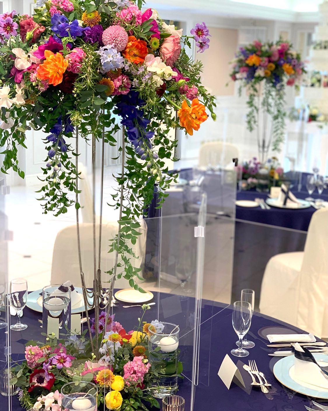 安心安全、パーテーションを使用したフラワーコーディネートで新しいスタイルの会場装花をご提案させて頂きます#岐阜グランドホテルウェディング #ニューノーマルウェディング #ヒカリカ