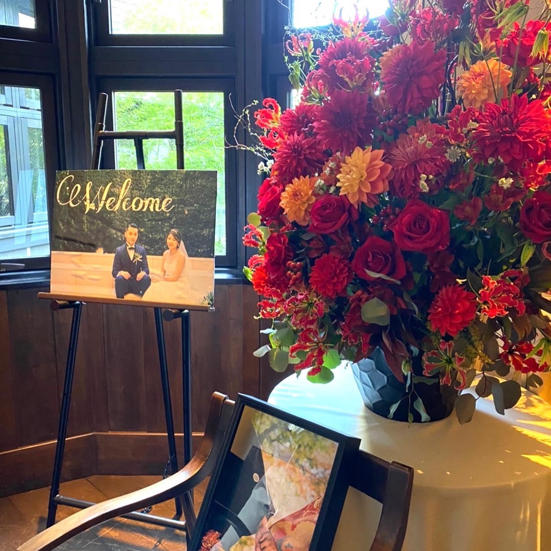 ご結婚お祝いの超豪華アレンジメントです後日、新婦のお父様からお礼のお言葉を頂きました感動の結婚式のお話を聞きながらもらい泣きしそうになりました末永くお幸せに️#結婚お祝い #ダリアガーネット#バラシャプロンルージュ #フラワースタジオヒカリカ